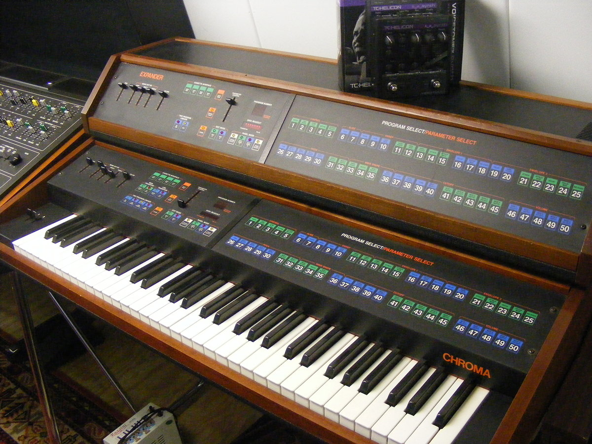 Rhodes Chroma with Expander